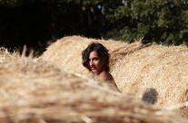 Uno sguardo nascosto nel grano